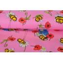 Čmeláci na růžové vaflové látce